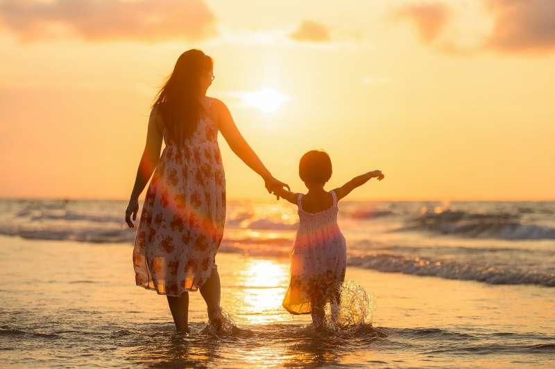 身為父母最擔心的,恐怕就是自己不幸意外身故,孩子該怎麼辦吧?(圖/取自pixabay)