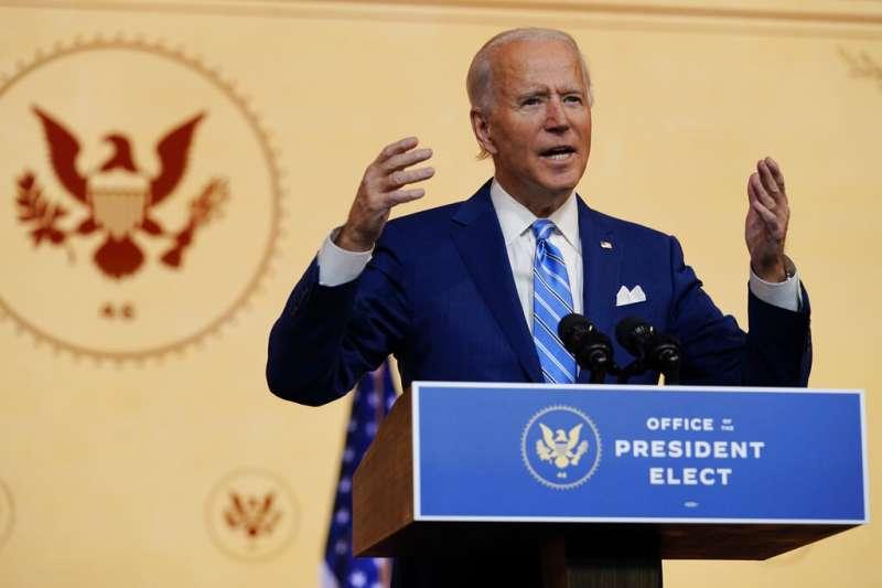 2020年11月25日,候任總統拜登在特拉瓦州威明頓市的皇后劇院發表演說。(美聯社)