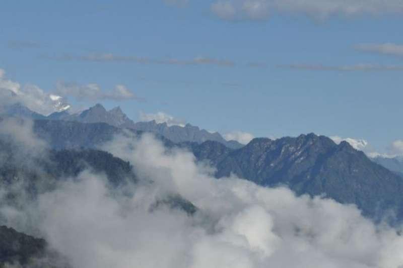 高聳入雲的小國不丹本來偏安一隅,卻攤上兩個巨型鄰居的領土主權紛爭。(BBC News中文)