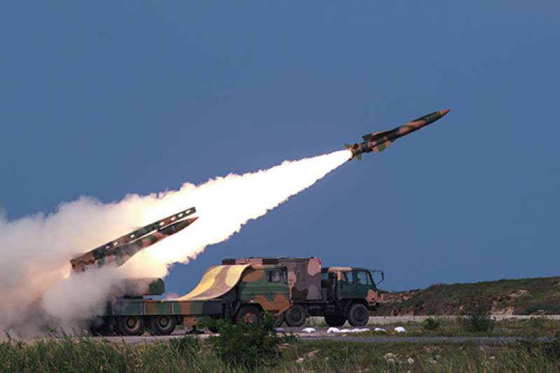 解放軍在渤海灣畔進行實彈演練。(資料照,中國軍網)