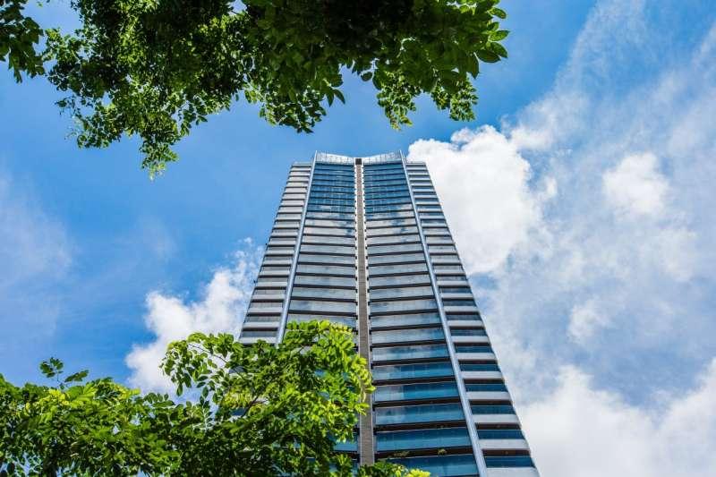 欣巴巴事業表示,「中央花園」推出92坪升等122坪的豪宅規格大坪數空間,擁有三面採光的百坪寬域。(圖/富比士地產王提供)