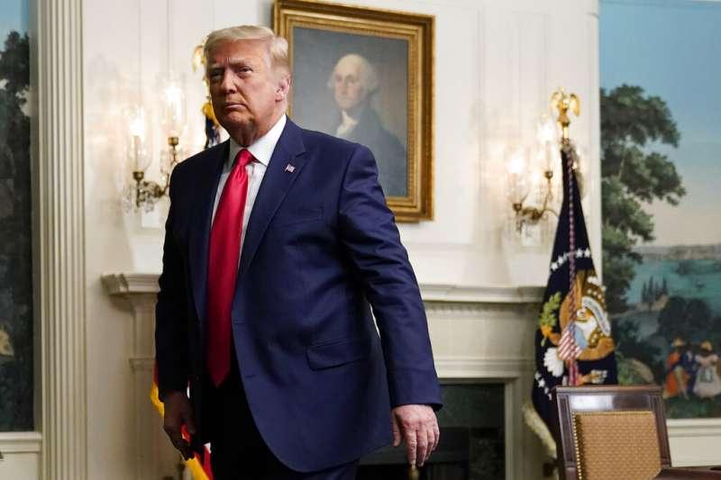 美國總統川普26日聲稱一旦選舉人團12月14日正式認定拜登當選,他「當然會」離開白宮。(AP)