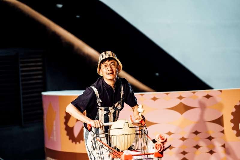 徐開炫《新手爸爸》小丑和氣球的購物奇遇。(圖/衛武營國家藝術文化中心提供)