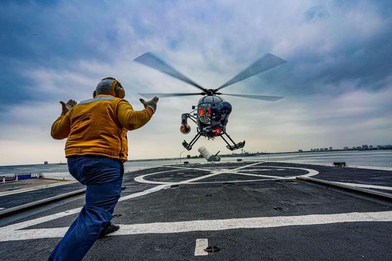 20201130-海軍反潛航空大隊500MD反潛直升機訓練實況。(取自中華民國海軍臉書)