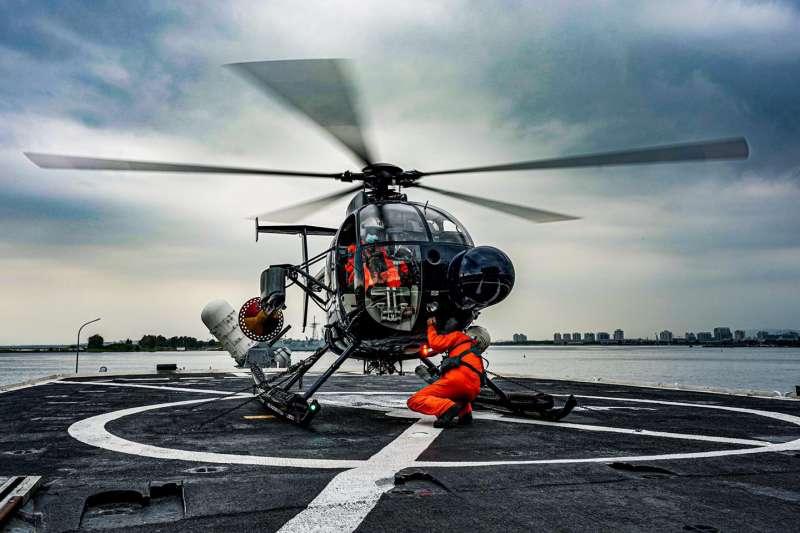 海軍反潛航空大隊500MD反潛直升機訓練實況曝光。(取自中華民國海軍臉書)