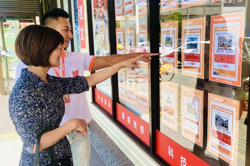 預售屋受政府稽查紅單影響,交易稍冷卻,但中古屋買氣仍相對穩定。(台灣房屋提供)