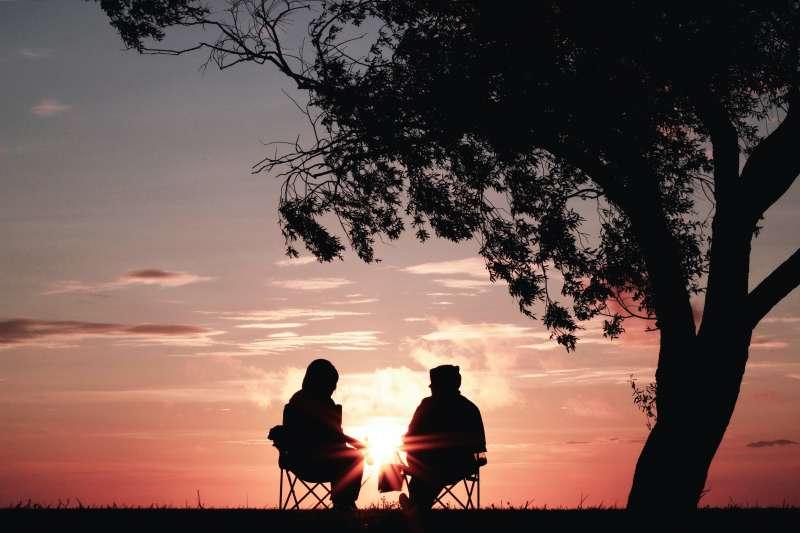 提早退休是許多人的夢想,然而最新研究發現,退休時間竟然和死亡年紀有高度相關。(圖/取自Unsplash)