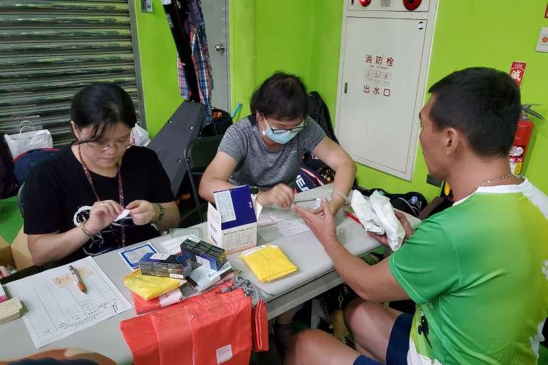 新北設置愛滋篩檢諮詢服務宣導站。(圖/新北市衛生局提供)