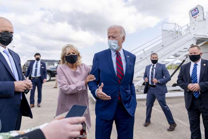 美國總統當選人拜登與夫人吉兒(AP)