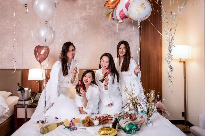2021年即將到來,台北六福萬怡酒店提供了一系列跨年活動攻略,活動內容包括「2020趣派對住房專案」等等。(圖/六福旅遊集團)