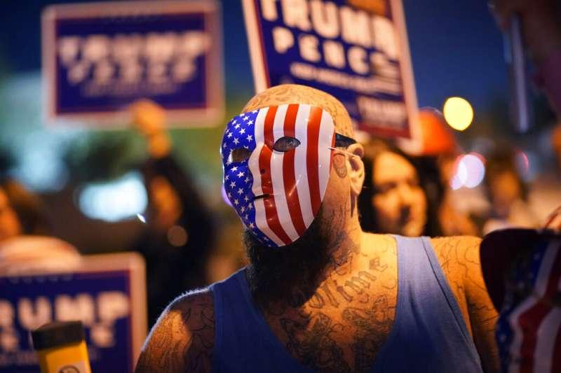 內華達州的川普支持者在選後聚眾抗議,附和川普選舉舞弊的指控。(美聯社)