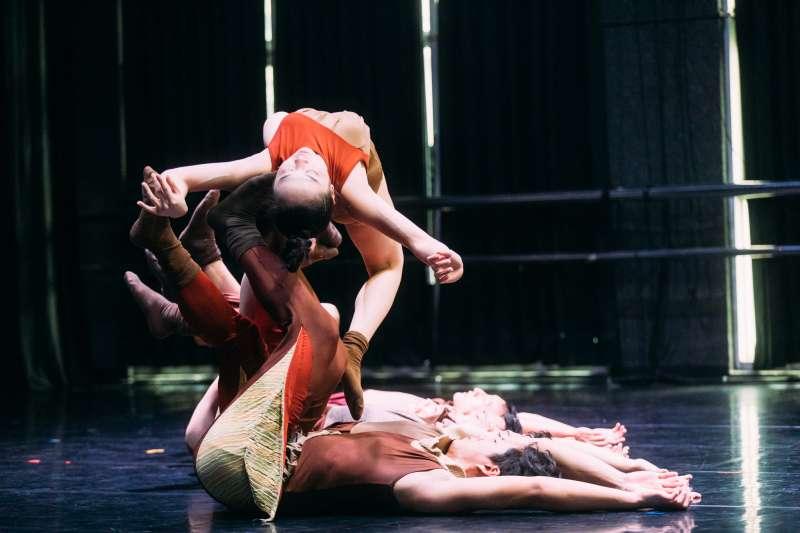 團隊創造焦點受臺中國家歌劇院推薦,呈現當代馬戲作品《鬼島神話》首部曲。(圖片提供: 臺北表演藝術中心)