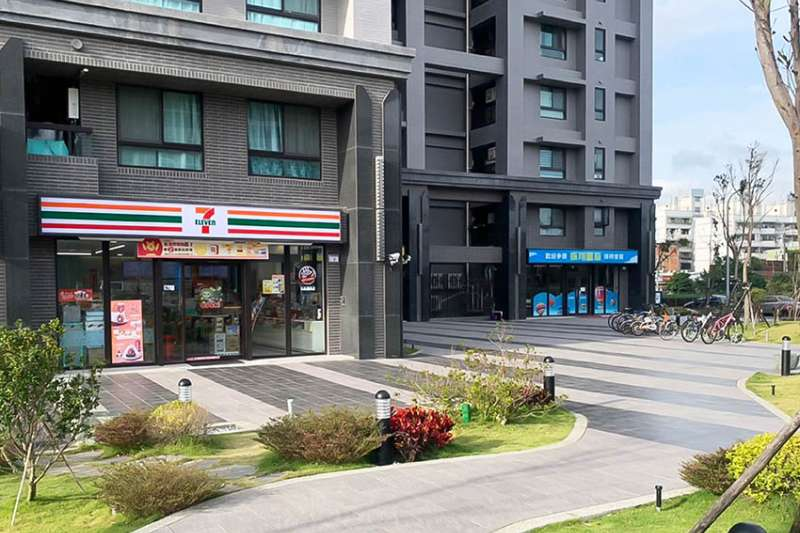 「振翔富琚」社區樓下還規劃有超商進駐,讓住戶享有下樓即到超商的便利性。(圖/富比士地產王提供)