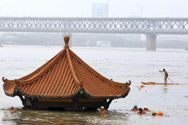2020年7月,中國長江水淹武漢(AP)