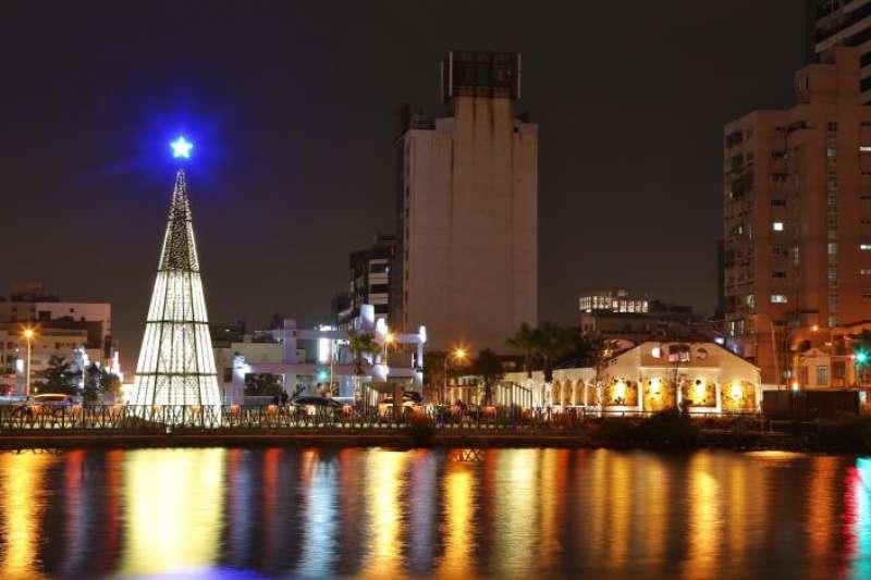 台南市聖誕燈區首度移至台南運河畔,結合「河樂廣場」及舊台南魚市場等眾多景點,預定6日點燈。(圖/擷取自台南市政府網站)