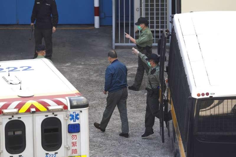 壹傳媒創辦人黎智英因涉嫌觸犯欺詐罪遭到收押、不准保釋。(美聯社資料照)