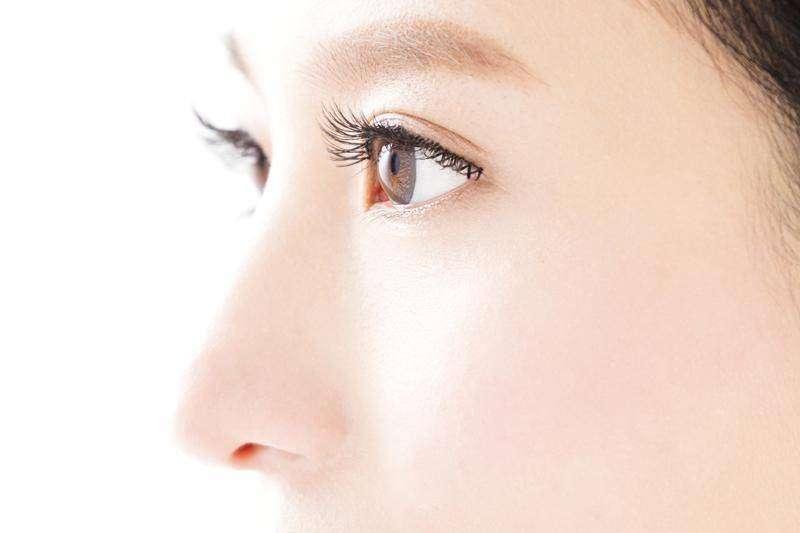2021隆鼻美學新趨勢,術前應與精通鼻部構造且經驗豐富的專業鼻整形醫師進行諮詢溝通。(圖/Pixabay)