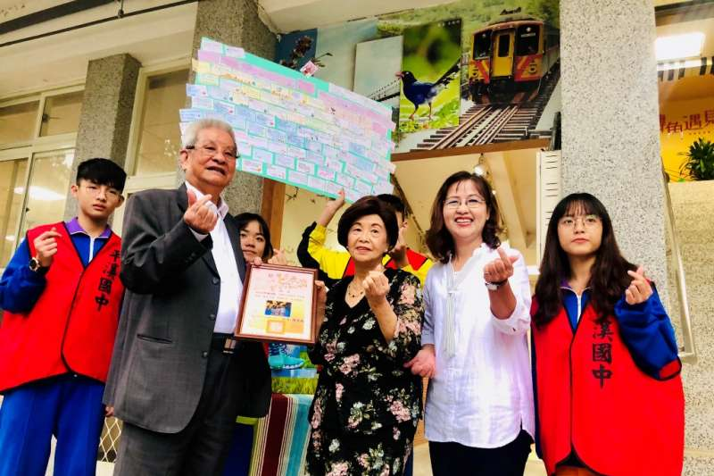 阿瘦攜手美安台灣公司捐鞋傳愛,捐贈平溪國中全校學童每人一雙新鞋,助弱勢兒。(圖/阿瘦皮鞋提供)