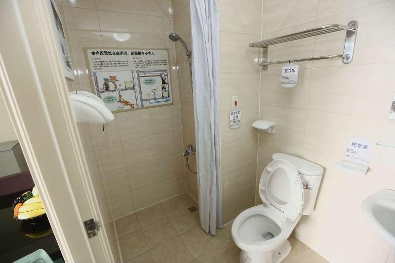 專家建議,衛浴空間最好乾溼分離,才能減少意外的發生,因此類似1.5衛的設計會越來越受歡迎。(新新聞資料照)