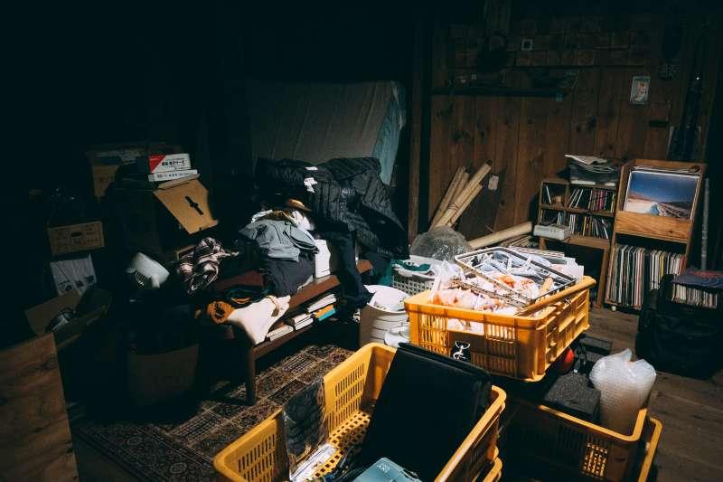 房間若長期潮溼又不打掃,長期居住下來恐怕會有致癌風險。(圖/取自PAKUTASO)