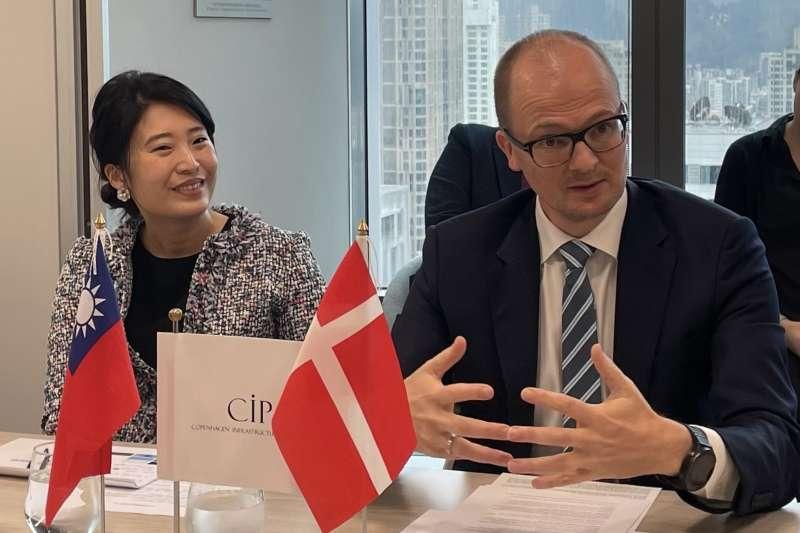 CIP選出6處場址,正式宣告參與台灣離岸風電第三階段區塊開發。左為CIP台灣區董事總經理許乃文,右為CIP台灣第三階段計畫執行長侯奕愷。(CIP提供)