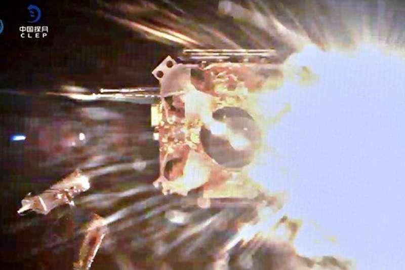 嫦娥五號帶著寶貴的月球樣品衝向月球軌道。(BBC中文網)