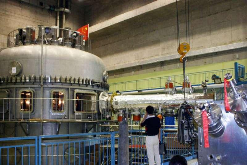 中國規模最大「人造太陽」正式建成放電。(美聯社)