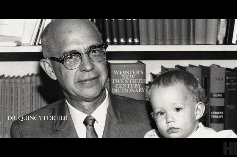 美國HBO於12月2日首度播映的紀錄片《造嬰之神》(Baby God,暫譯),講述1960年代內華達州婦產科醫師昆西‧福爾蒂(Quincy Fortier),利用自己的精子植入患者卵子,以此替患者治療不孕症、進行人工授精。(取自You Tube)