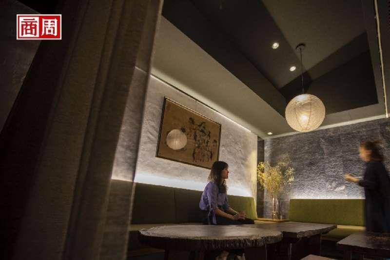 劉明杰用茶與酒、設計與空間,詮釋心中的台灣,他的家鄉。(圖片來源/商業周刊,攝影者/郭涵羚)
