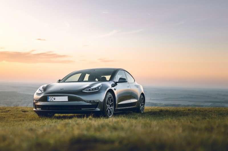 電動車時代即將崛起,不妨考慮投資以下4檔長線受惠股。(圖/取自Unsplash)