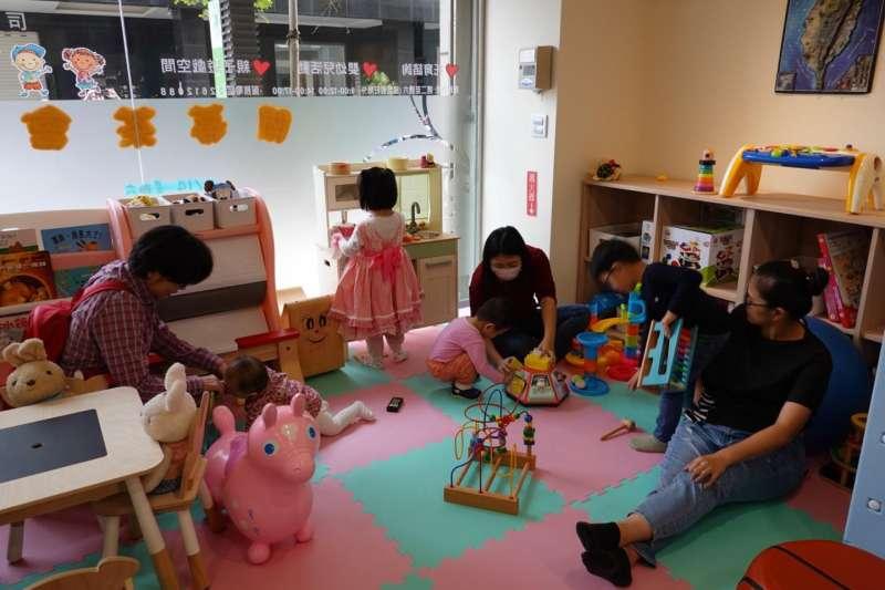 提供台中市民更完善的育兒服務,臺中市政府總計要設置17座親子館,目前已經完成9間親子館。(圖/台中市政府提供)