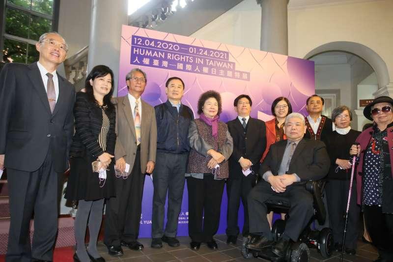 2020.12.04-監察院長陳菊(圖中)4日出席國際人權日主題特展 。(柯承惠攝)