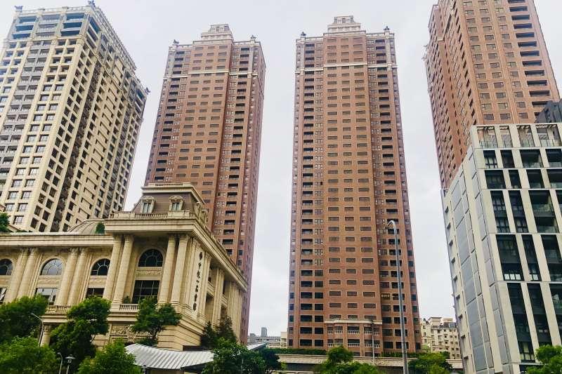 桃園第一高樓豪宅「中悅一品」身價水漲船高 ,今年有人轉手賺進1190萬元。(台灣房屋提供)