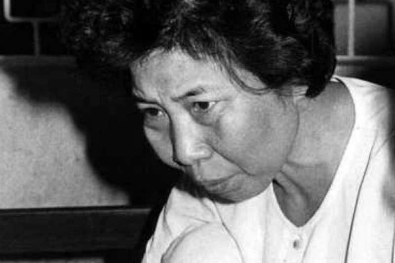 韓國首位女性連環殺人犯金宣子透過多次下毒的方式,害死身邊的人究竟有什麼意圖?(圖/翻攝自MBC News)