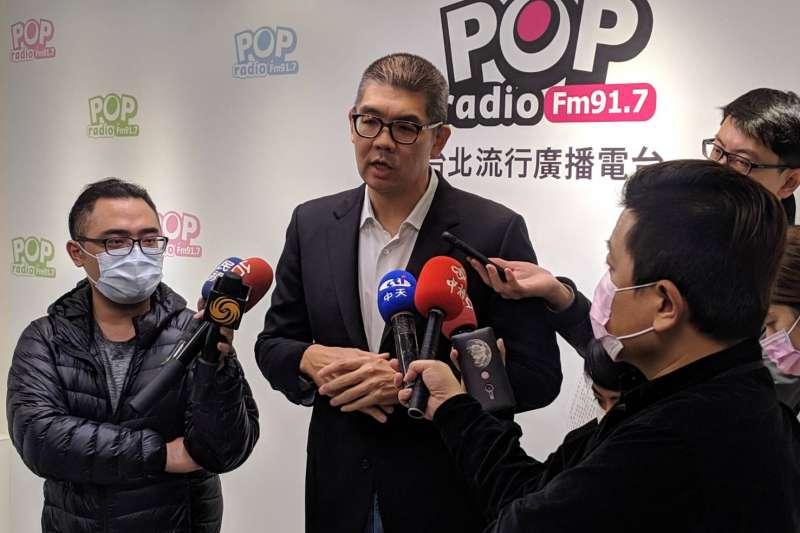 20201208-國民黨智庫副董事長連勝文(中)8日接受廣播節目專訪,並於媒體聯訪時談及疫苗議題。(連勝文辦公室提供)