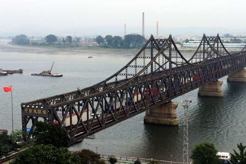 中國愈來愈不理會美國對北韓的經濟制裁,大方與北韓進行交易。(AP)
