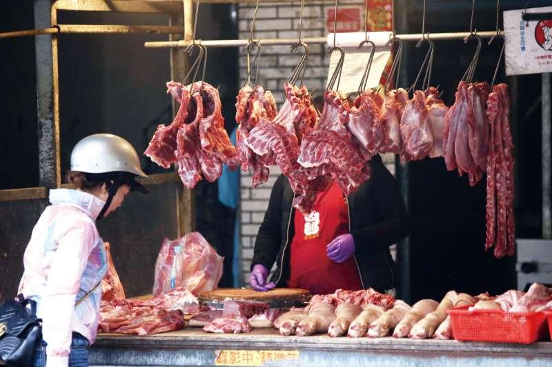 台北市議員羅智強質疑,台灣自1月開始至今進口近千噸美豬,卻未見台灣店家販售,「難道都是蔡英文吃掉了嗎?」(資料照,柯承惠攝)