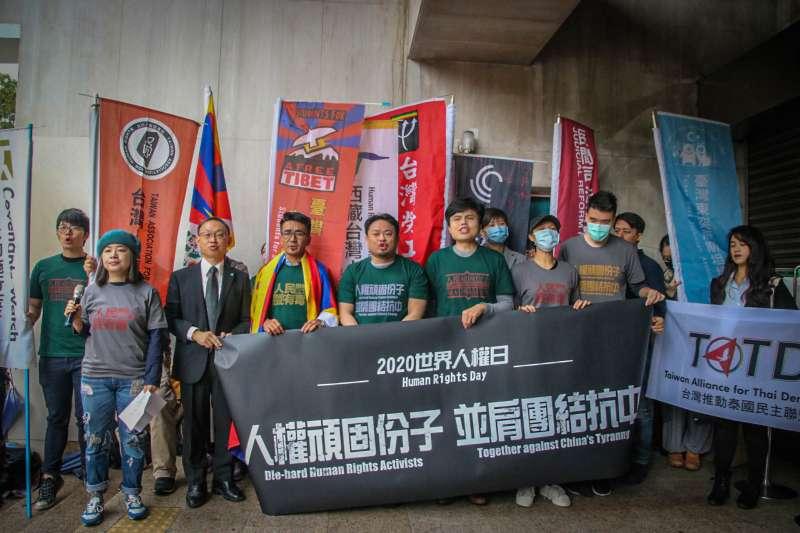 多個人權團體9日在立法院召開記者會,高喊「人權頑固分子、並肩團結抗中」,細數中共近年來侵害人權的事實。(台權會吳亭臻提供)