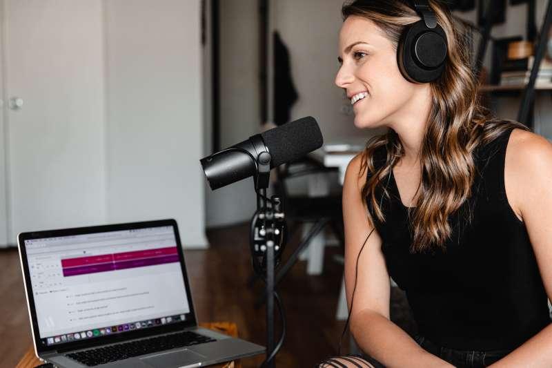 網路廣播Podcast是最新當紅的線上娛樂形式。(Soundtrap@Unsplash)
