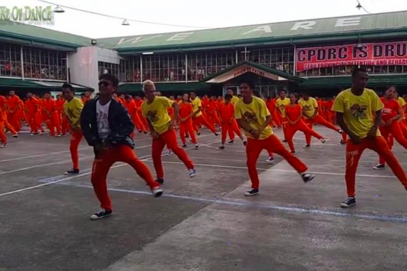 Netflix紀錄片《微笑監獄》描述了菲律賓政府對拘留所犯人的不人道待遇。(圖/方格子Vocus)