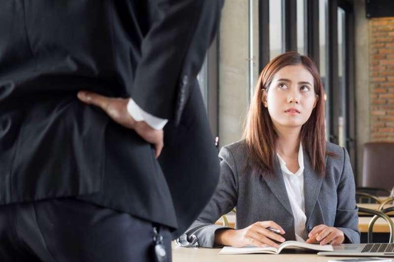比起炒魷魚,「被離職」的情形更常見。(圖/Shutterstock)