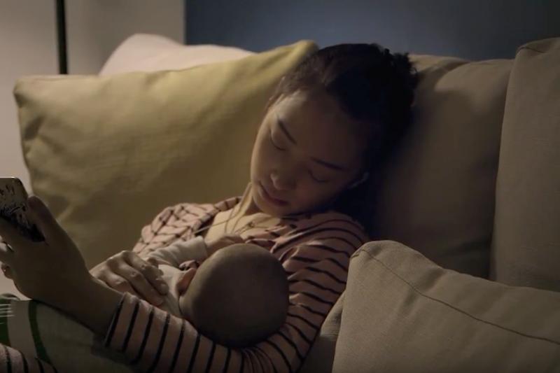 母乳的營養價值對寶寶是最好的,但就因為對寶寶最好就理當餵母乳嗎?媽媽的愛不會隨著母乳的停止而消逝。(圖/取自tvNDrama)(圖/惠氏啟韻媽媽 Club 影片)