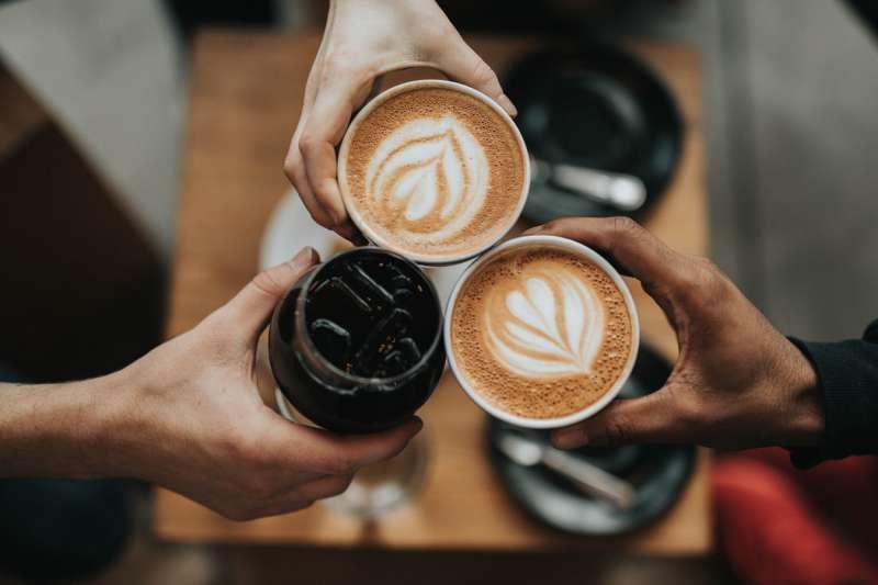 琦君一個人早餐、中午,都是一杯咖啡牛奶,獨自慢慢品嚐,心頭總有一分「辨味於酸鹹之外」的滋味。(取自Unsplash)