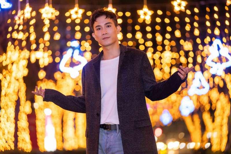 歌手陳彥允因為踹共享機車脫序行為,原定12日的新北耶誕城巨星演唱會遭取消。(圖/取自陳彥允臉書)