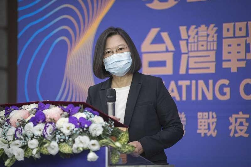 20201212-總統蔡英文12日出席Discovery台灣戰疫全紀錄首映發表記者會時大力聲明,自己和行政院長蘇貞昌合作關係良好。(總統府flickr)