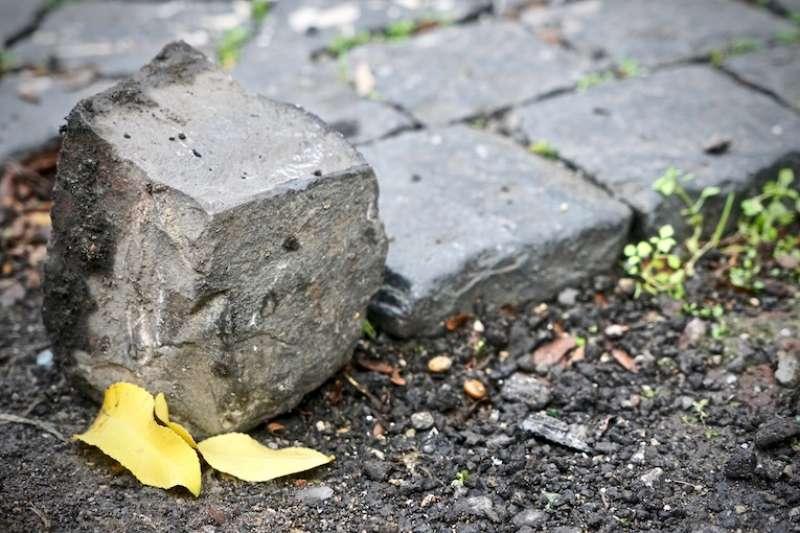 「小聖伯多祿」石磚(曾廣儀攝)