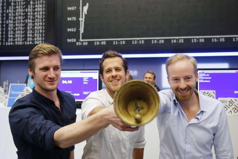歐洲電商Zalando的3位共同執行長,其中芮特(右)為了太太事業而選擇提前2年卸任(資料照,AP)