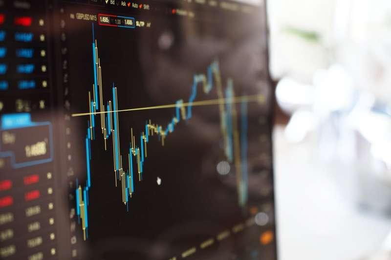 想要看懂股票趨勢不妨從分析「均線」學起!(圖/取自pexels)