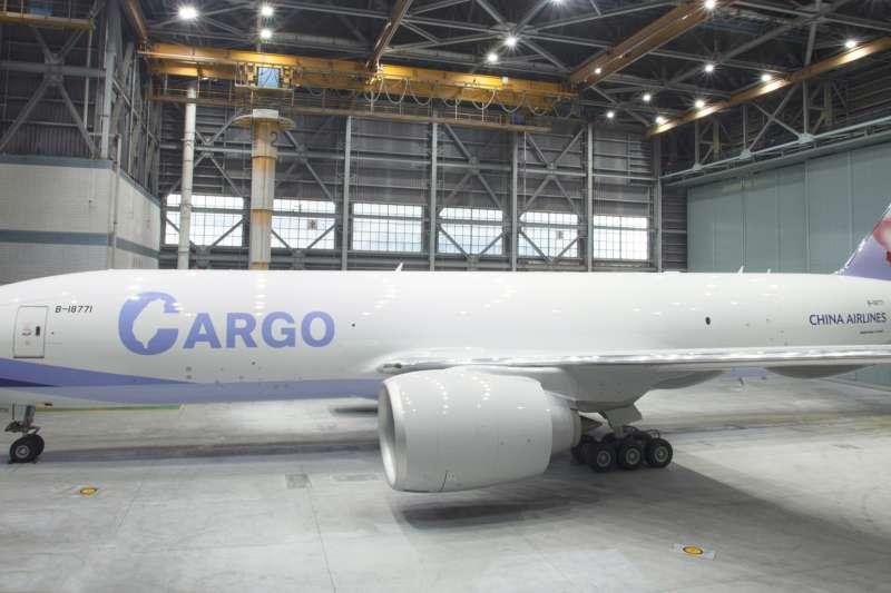 華航首架777F貨機全新圖裝14日曝光,引發討論。(資料照,華航提供)
