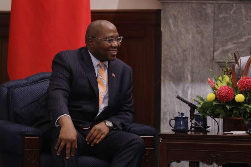 2019年10月8日,總統蔡英文接見史瓦帝尼王國總理戴安柏(Ambrose Mandvulo Dlamini)伉儷。(總統府@Flickr/CC BY 2.0)